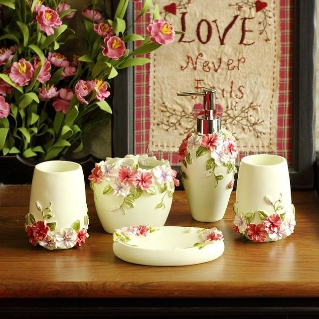 Красивый керамический набор в стиле романтизма