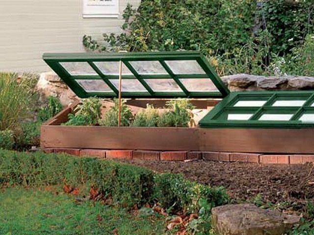 Одна их простейших конструкций с использованием деревянных рам