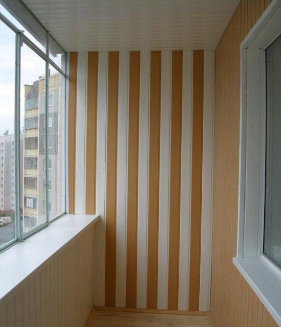 Визуальная коррекция высоты потолка панелями МДФ двух оттенков