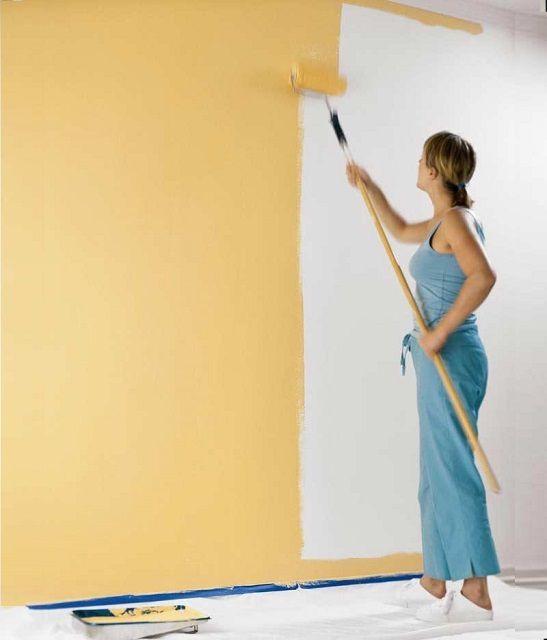 Окрашивание стен можно выполнить своими силами, но проявляя при этом особую аккуратность