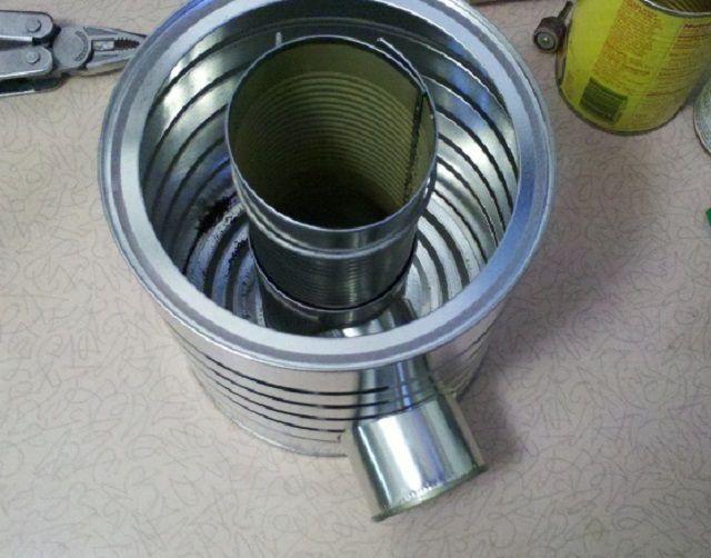 Самая простая печь-ракета может быть изготовлена из консервных банок