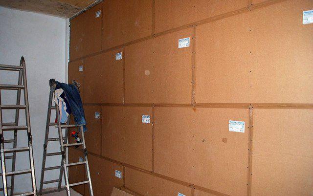 Стена, облицованная звукоизоляционными панелями «PhoneStar»