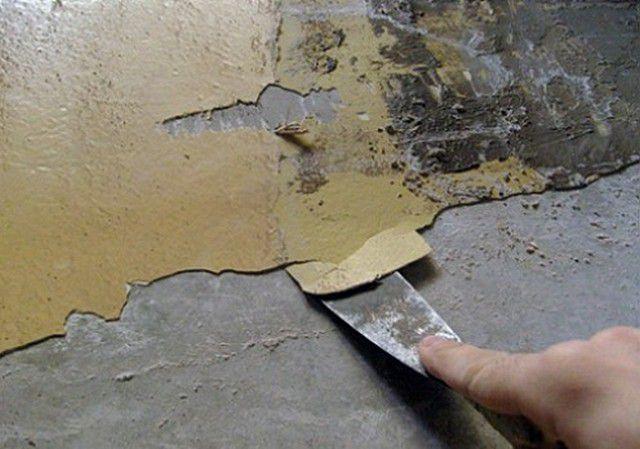 Очистка стены от старых слоев краски
