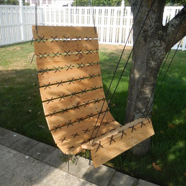 Совершенно не сложное в изготовлении кресло из досок