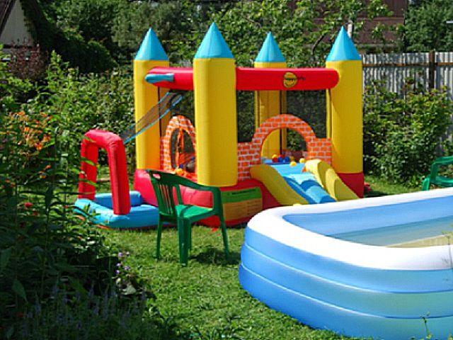 Удачное решение - безопасная надувная детская площадка