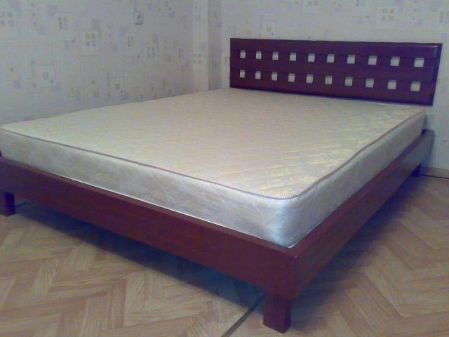 """Деревянная двуспальная кровать """"классического"""" типа"""