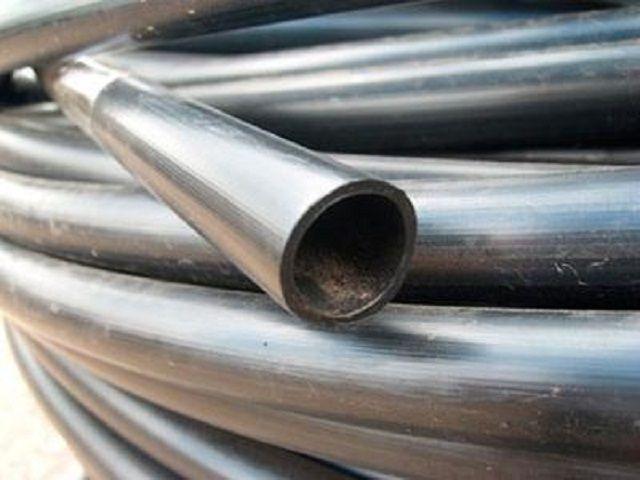 Обруч можно изготовить из полиэтиленовых или металлопластиковых водопроводных труб