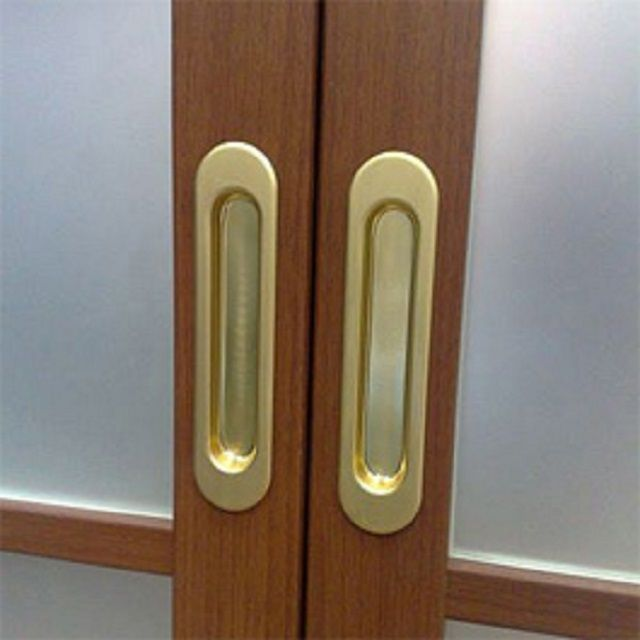 Ручки для раздвижных дверей, как правило, выбираются утопленные