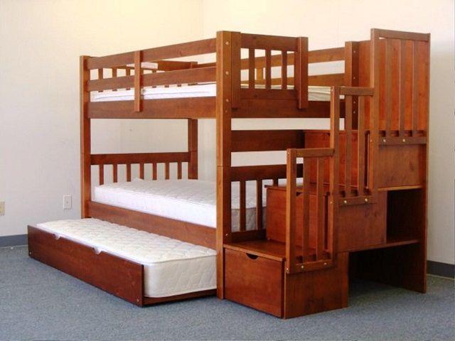 А в этом варианте - даже три спальных места и масса полезных встроенных шкафчиков