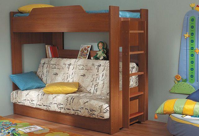 Удачное сочетание двухъярусной кровати и дивана