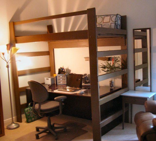 Очень эффективно экономит полезное пространство кровать-чердак