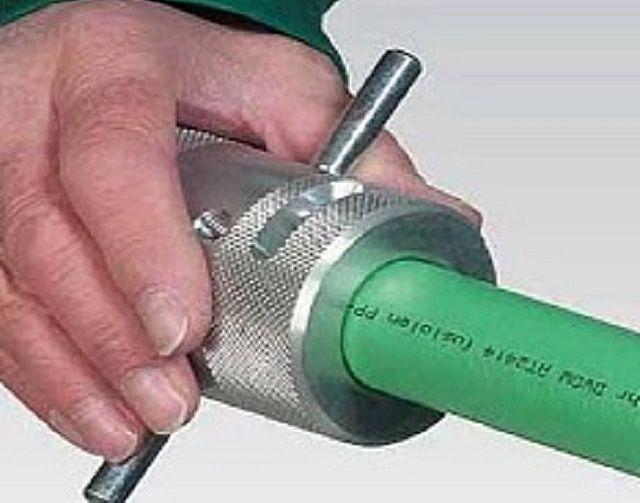 Зачистка монтажного участка трубы с помощью шейвера