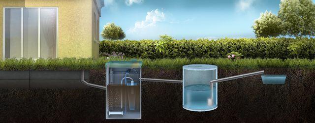 Вода после очистки аккумулируется в специальном колодце, и по мере заполнения регулярно сбрасывается на рельеф
