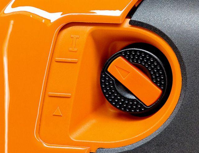 Переключатель положения воздушной заслонки используется бля облегченного запуска и быстрого прогрева мотокосы