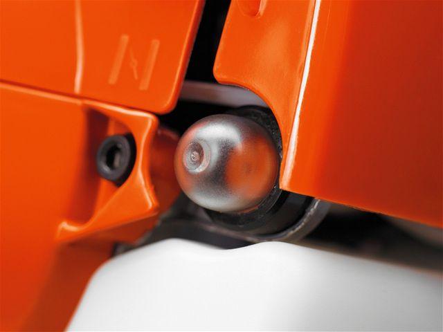 Расположение кнопки «праймера» на разных моделях мотокос может иметь свои особенности