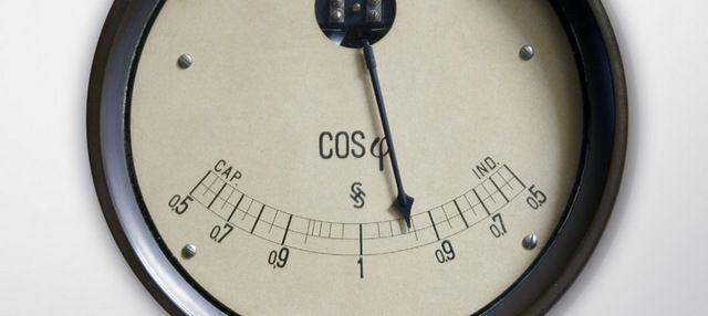 Для реактивной нагрузки необходимо учитывать коэффициент мощности - cos φ