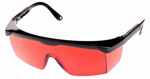 Со специальными очками намного лучше будут различимы точки и линии разметки