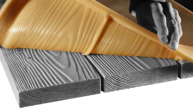 В качестве образца для приготовления матрицы взята доска с красивым фактурным рисунком древесины