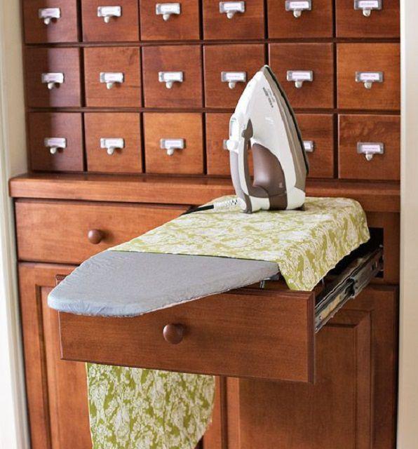 Гладильная доска прячется в выдвижном ящике шкафа