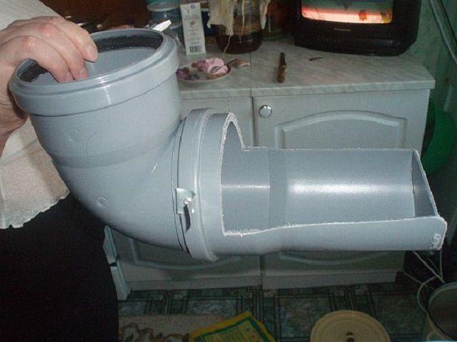 Простая конструкция из 100 мм пластиковой канализационной трубы