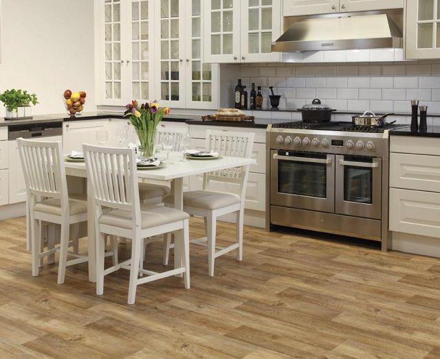 Правильно выбранное направление укладки рисунка линолеума способно визуально расширить или удлинить помещение кухни