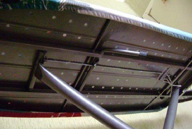 Доска с рабочей поверхностью из перфорированного металлического листа