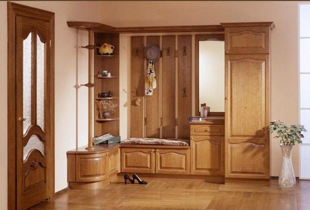 Натуральная древесина – лучший, пожалуй, материал для мебели, но за высокосортный материал придется заплатить немало