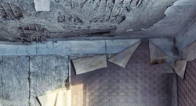 Такой потолок штукатурить бессмысленно