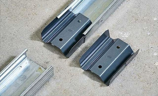 Только применение стандартного удлинителя потолочного профиля может гарантировать нужную прочность соединения