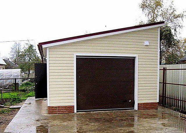 Чердака при односкатной конструкции крыши или вовсе нет, или же он будет маленьким и мало функциональным