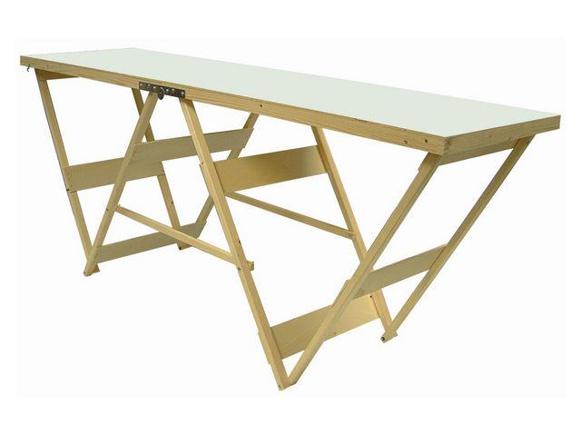Работать будет удобнее, если соорудить подготовить для этого стол, хотя бы импровизированный