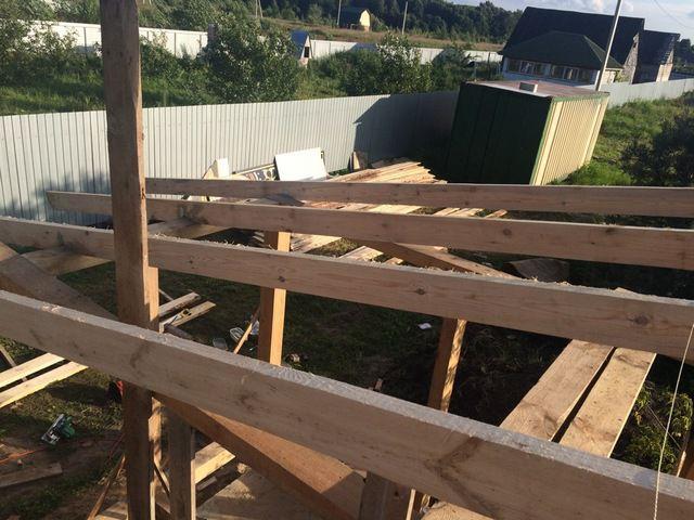 Длина, поперечное сечение и шаг установки стропил должны соответствовать предполагаемым нагрузкам на конструкцию крыши.