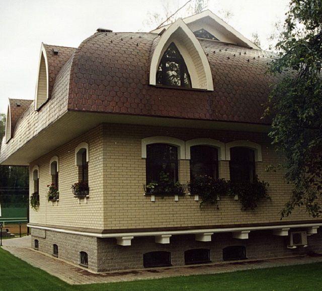 Мягкая черепица отлично подойдет для самых вычурных, например, криволинейных куполообразных крыш