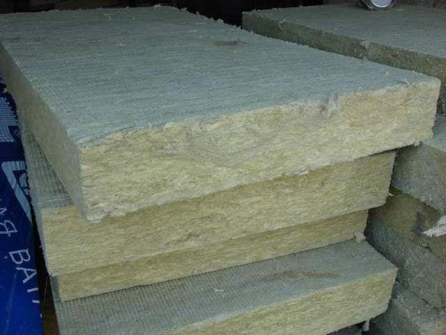 Оптимальный вариант для утепления кровли – использование блоков базальтовой ваты.