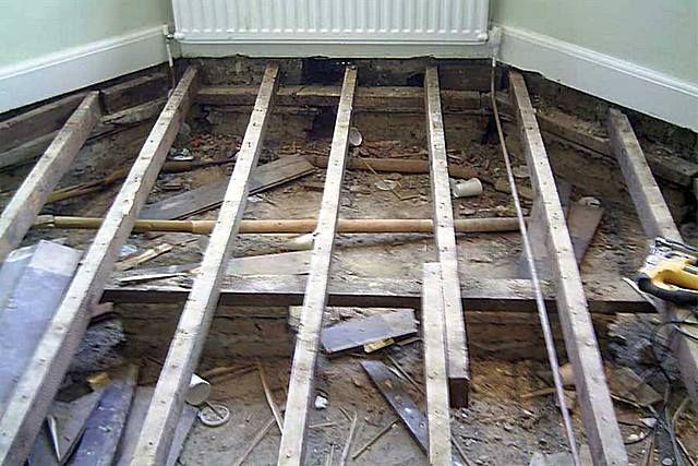 Пол следует проинспектировать до последней детали, и при необходимости – произвести замену или ремонт