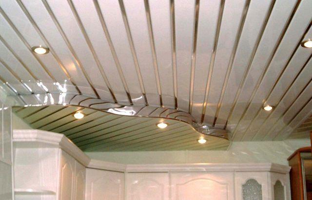 Кухня, отделанная такими панелями, смотрится очень «богато»