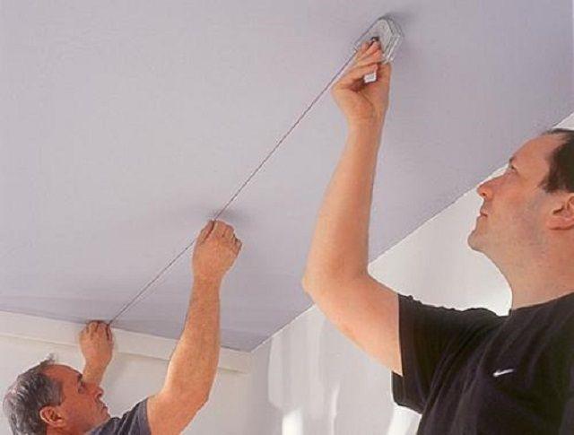 Разметка потолочной поверхности окрашенным шнуром