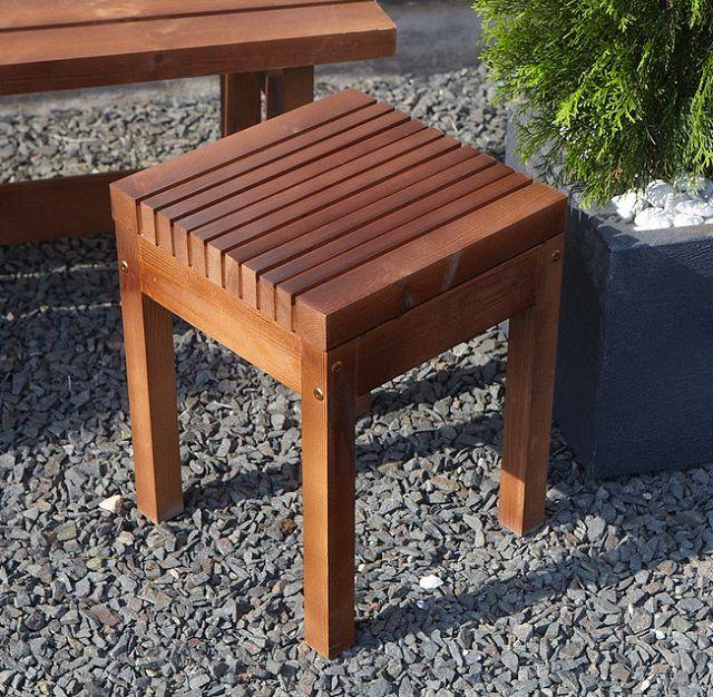 Если табурет предполагается использовать на улице, то в качестве материала берется исключительно натуральная древесина