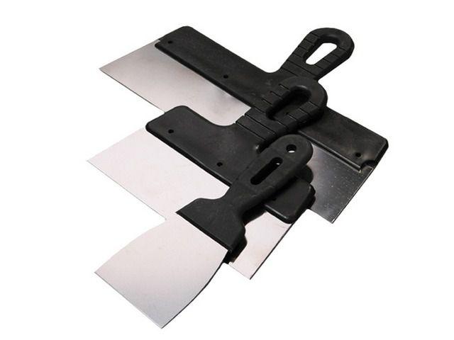 Универсальный инструмент – шпатель, и в нашем случае без него также не обойтись