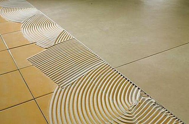Нередко практикуется укладка новой керамической плитки прямо на старое кафельное покрытие