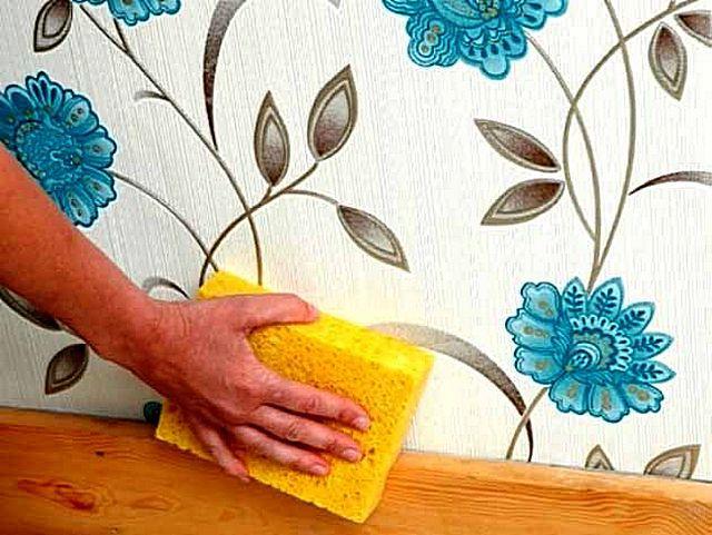 Практически все виниловые обои относятся к категории «моющихся» – они выдерживают многократные влажные уборки, в том числе и с применением бытовых моющих средств