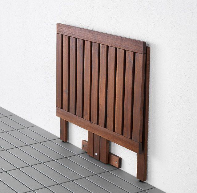 Стена в проеме между кухней и балконом превратилась в удобную рабочую поверхность