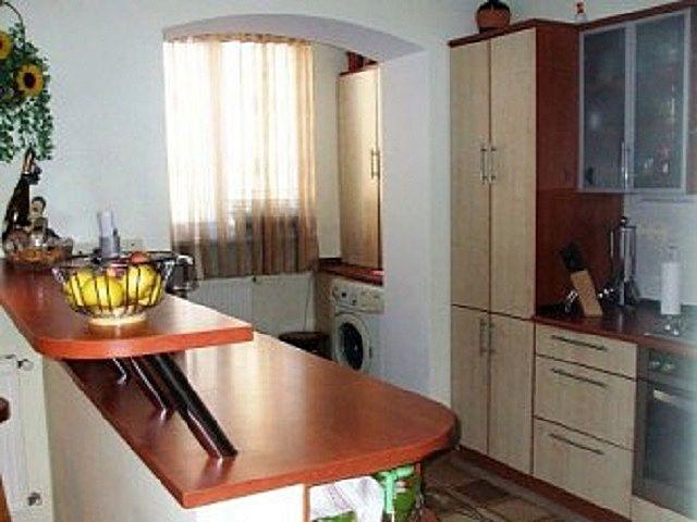 Кухня значительно освободилась за счет выноса на совмещенный балкон стиральной машины и некоторых предметов мебели