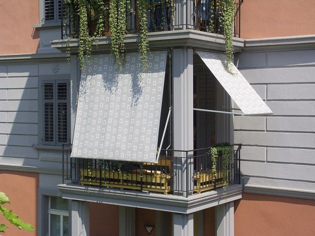 Складные рамные маркизы на балконе