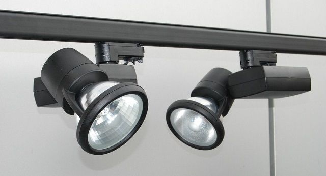 Такие светильники на штаге отлично подчеркнут стиль «лофт»