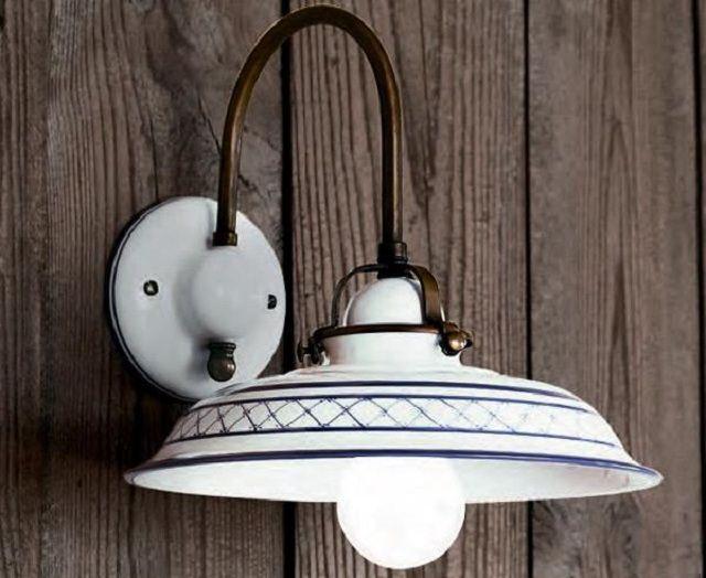 В стиле «прованс» не приветствуется вычурность форм осветительных приборов