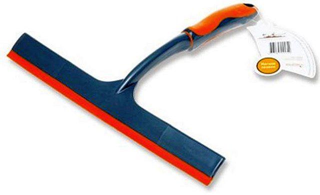 Специальный инструмент для мытья окон поможет и подготовить стекла к наклеиванию покрытия, и выгнать из под пленки излишки воды и воздушные пузырьки.