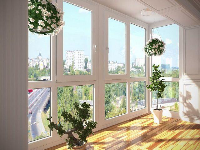 Теплое остекление может быть и панорамным – от пола до потолка