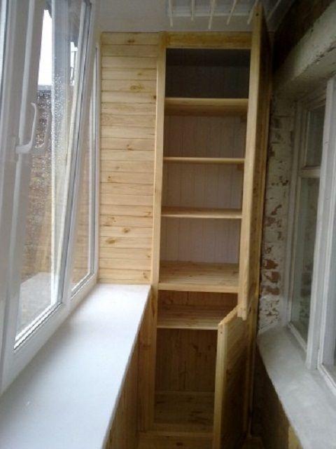 Дверца установлена только с одной стороны – вторая половинка шкафа «глухая»