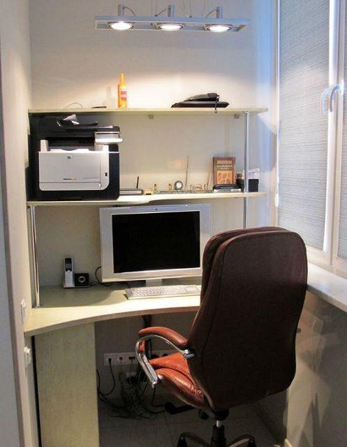 Мини-офис на балконе – максимальный комфорт, и всегда всё под рукой